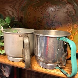 VTG 2 mid century, Foley 5 Cup sifters, turquoise